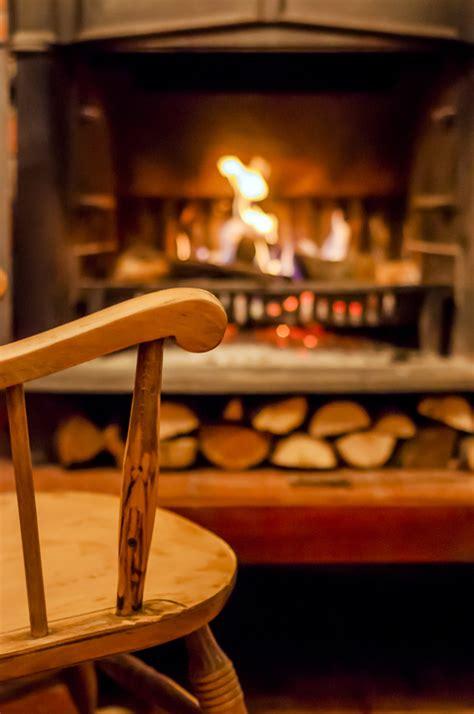 la casa della sedia comfort in casa sedia a dondolo vicino al camino foto