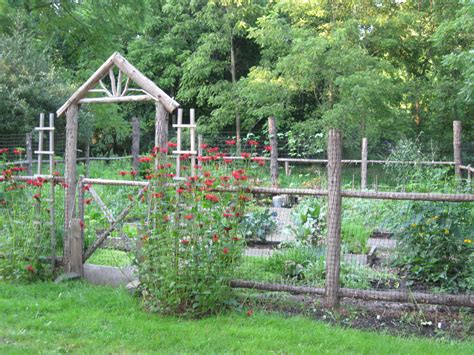 Ideas For Garden Fencing Backyard Vegetable Garden House Design With Diy Recycle Wooden Fence Wire Trellis And Simple