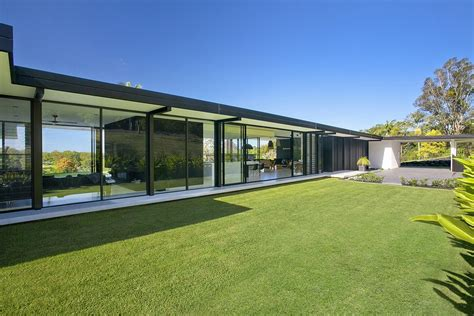 Contemporary Home doonan glass house 1 e architect