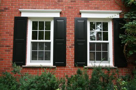 red brick house with black shutters 25 b 228 sta id 233 erna om black shutters p 229 pinterest
