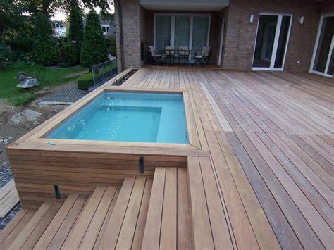 moderne pflanzgefäße terrasse holzterrasse holzstufen poolverkleidung modern