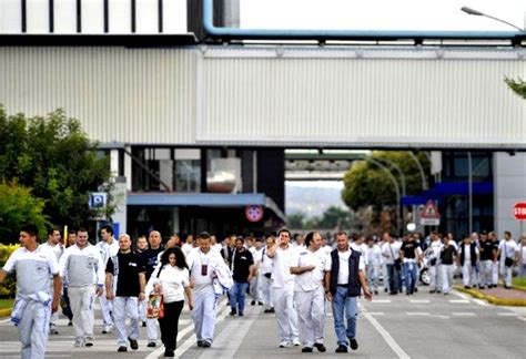 della cania pomigliano d arco fiat pomigliano gli operai quot boccheggiano quot e i sindacati