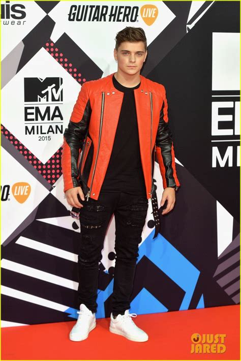 Swag Hits The Mtv Europe Awards by Dj Martin Garrix Hits Mtv Emas 2015 With Afrojack