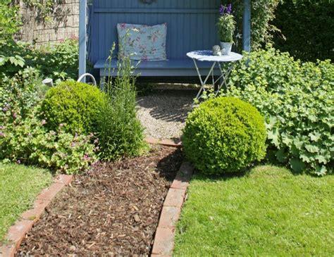 decorar jardines con ladrillos 5 claves para decorar el jard 237 n con ladrillos leroy merlin