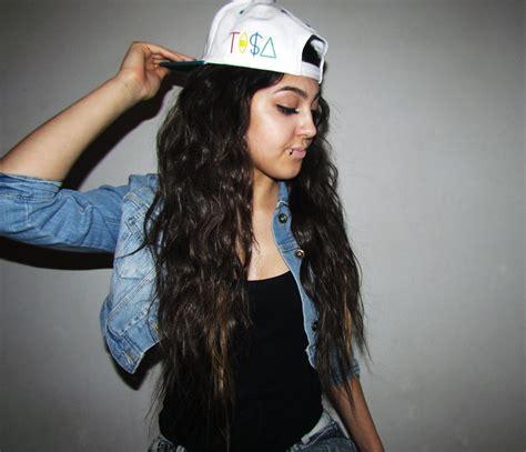 girl hairstyles with snapbacks girls urban clothing denim fashion girl snapback