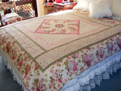 quilts for beds pictures of quilts with a hearts and flowers theme