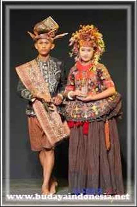 Baju Adat Sulawesi Barat juli 2016