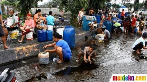 Bio Di Medan foto warga medan bondong bondong berebut tumpahan
