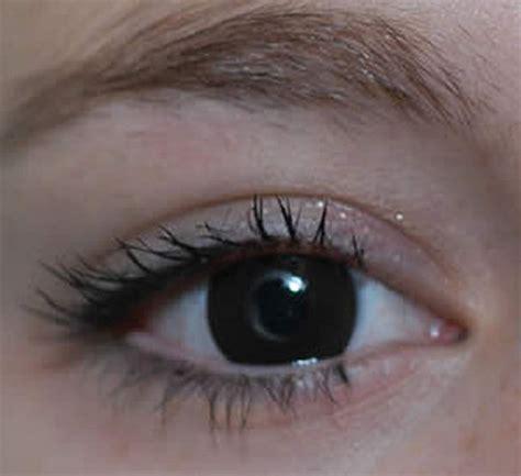 new contact lens darkens under uv light, makes wearers