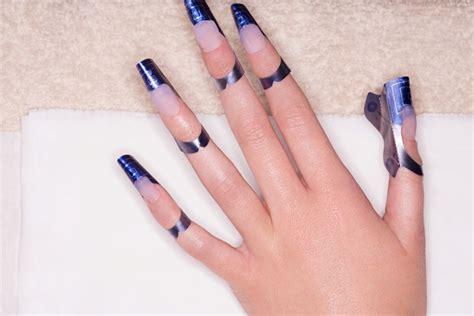 imagenes de uñas pintadas postizas alerta especialista sobre uso de u 241 as postizas