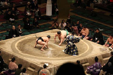 sumo wrestler bench press 100 mario williams bench press danielle hunter a