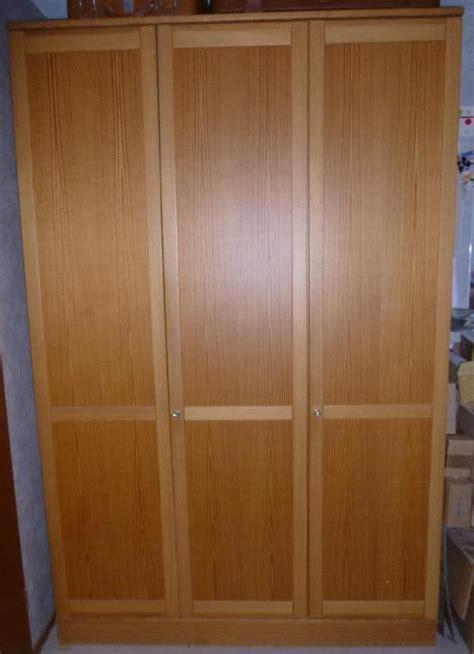bücherregal eiche rustikal garderobenschrank ikea