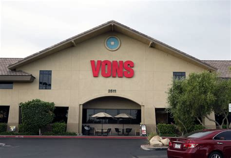 vons hours some las vegas valley grocers dropping 24 hour service