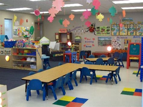 classroom layout aula table arrangement prek owl room and polka dot theme