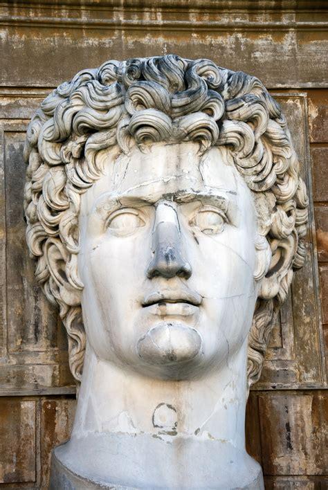 Batu Gambar Rhoma gambar monumen patung italia menghadapi seni roma