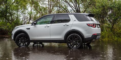 land rover sport road 2015 land rover discovery sport review se and hse