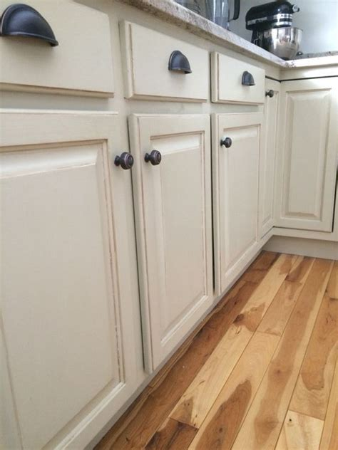 painting kitchen cabinets with annie sloan paint 1000 ideas about chalk paint cabinets on pinterest