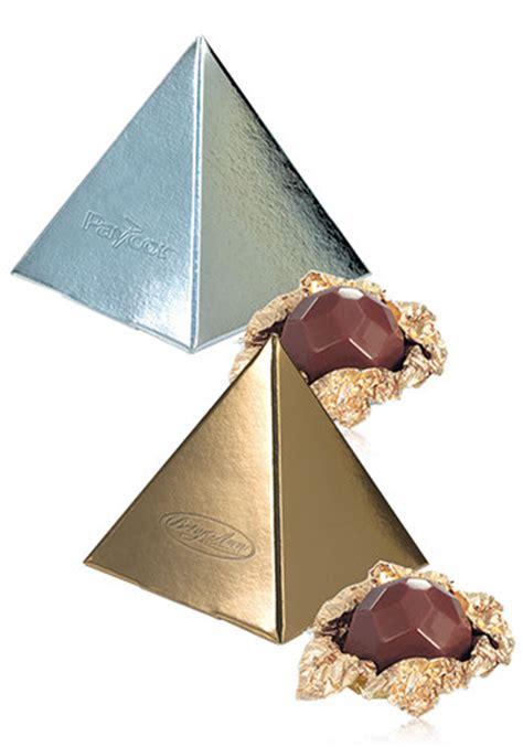 pyramidal photo gift set personalized belgian chocolate favor in pyramid gift box x10315 discountmugs