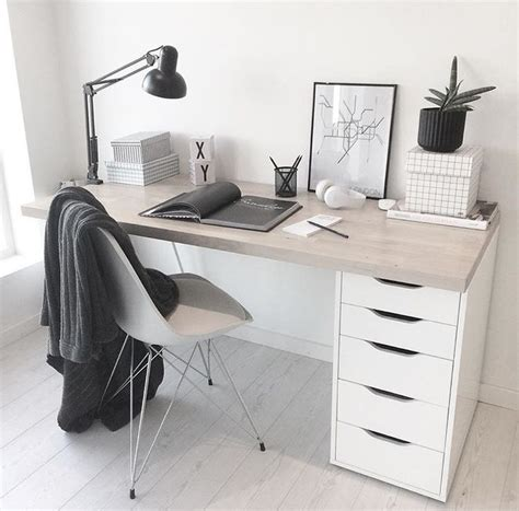 best minimalist desk best minimalist office ideas on pinterest desk space chic