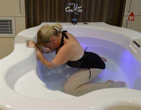 Of Water Birth Indahnya Melahirkan Dalam Air melahirkan di air waterbirth plus dan minusnya kesehatan ibu