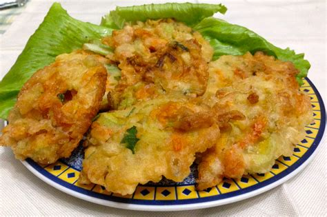 frittelle fiori zucca frittelle con fiori di zucca a tavola con lu