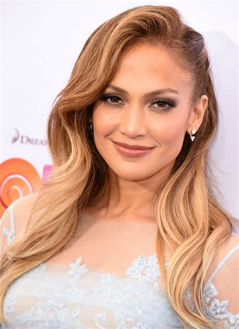 jlo hairstyles pictures take a closer look at jennifer lopez s short haircut glamour