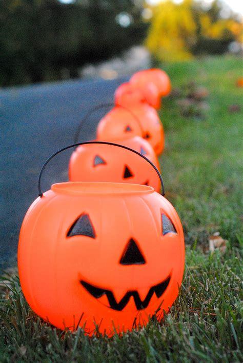 Outdoor Lighted Pumpkin Decorations Easy Diy Glowing Pumpkin Lanterns Day 28 Lemonade