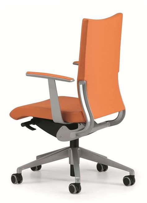 sedia con rotelle per ufficio sedia imbottita per ufficio operativo con rotelle idfdesign