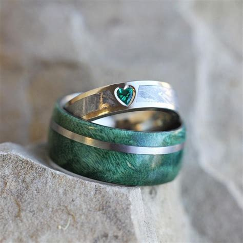 unique wedding ring set rustic bridal set with green box