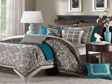 beautiful bedding ideas light teal bedroom teal chocolate