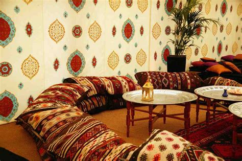 canapé bleu nuit idee deco salon marocain moderne