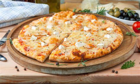 Bulaf Sosis Sapi Keju resep pizza sosis sapi dengan taburan keju smartmama