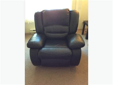 Lazy Boy Classic Recliner by Two Classic Overstuffed Recliner Lazy Boy Saanich