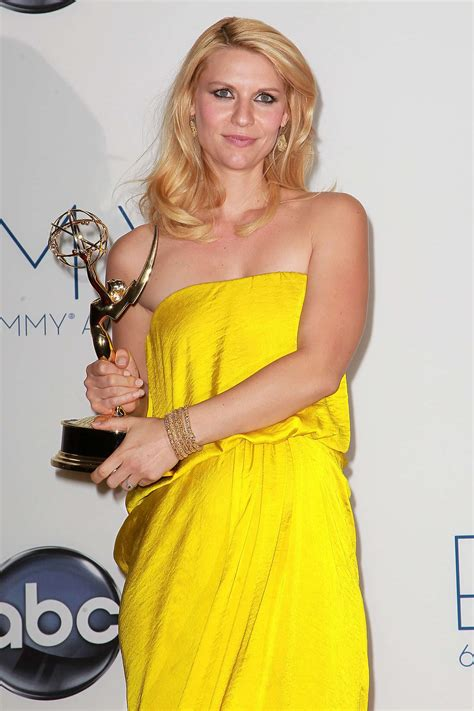 claire danes wins emmy pregnant claire danes wins best actress emmy looks bump