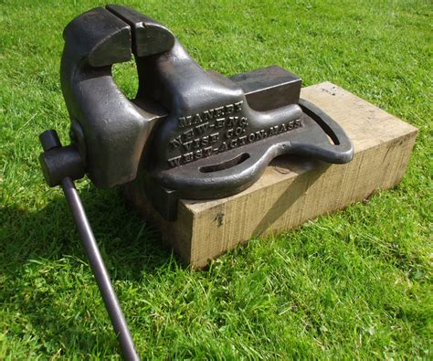offset bench vice maneby new eng vise co hoar s patent offset vise