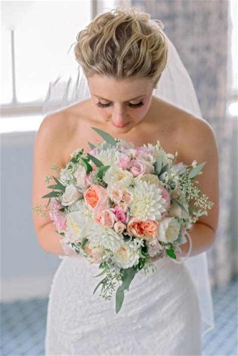 5 of the prettiest spring wedding bouquets ever 5 perfect spring wedding bouquets paperblog
