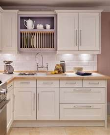 shaker cabinet kitchen 29 best images about kitchen splashbacks on pinterest