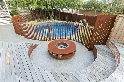how much does it cost to landscape a backyard top 28 how much does it cost to landscape a small yard garden design 45979 garden