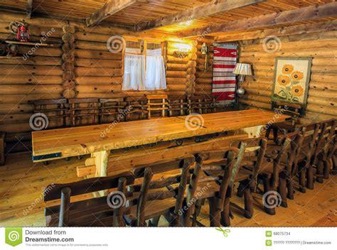 interno rustico interno rustico in una casa di legno fotografia stock