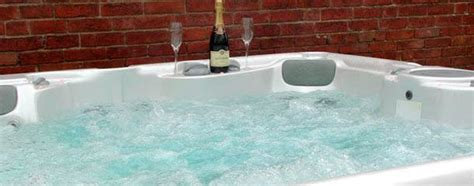 cottages with tubs rent a self catering cottage with