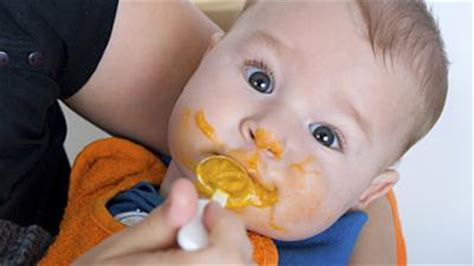 brei baby ab wann ab wann soll ich meinem baby beikost geben babywelten ch
