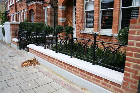 brick walls with railings euffslemani