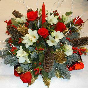 composizione natalizia con candele centrotavola natalizio con candela