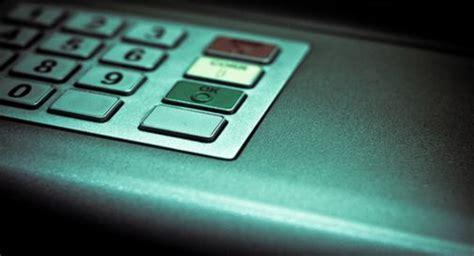 sella bancomat colpo fallito al bancomat ladri abbandonano esplosivo