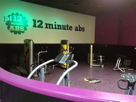 planet fitness red light 12 minute abs with a red light green light system in