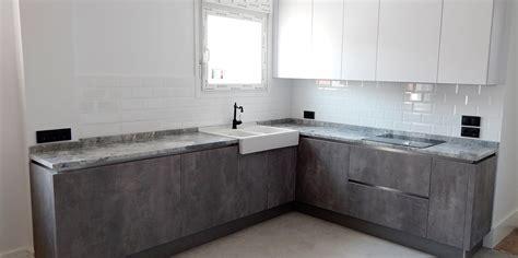 cocinas en blanco y gris muebles de cocina blanco y hormig 243 n gris perla