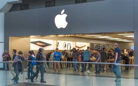 apple store to and i it 5 retailers that opened real world stores in