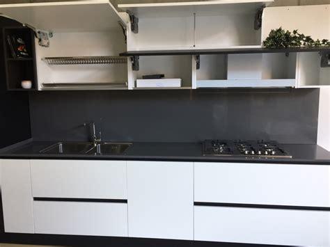 Cucina Top Nero by Cucina Artigianale In Fenix Bianco Nero Top Quarzo Ed