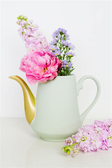 Pretty Flower Vases by How To Turn Teapots Into Flower Vase Centrepieces For Your