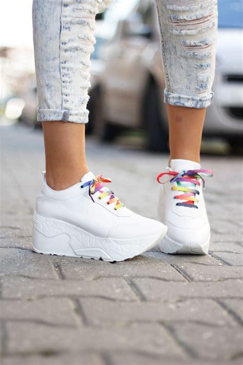 siyah beyaz modern dolgu topuk ayakkabi modelleri dolgu topuk beyaz spor ayakkabı nemoda com tr